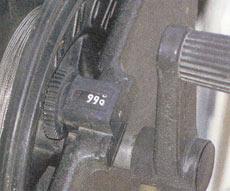 Счетчики на даунриггерах обычно расположены в труднодоступных местах и плохо видны, цифры мелкие, а показания приводятся только в футах (примерно 0,3 м).